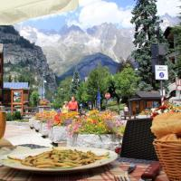 A day in Courmayeur and the Monte Bianco Skyway
