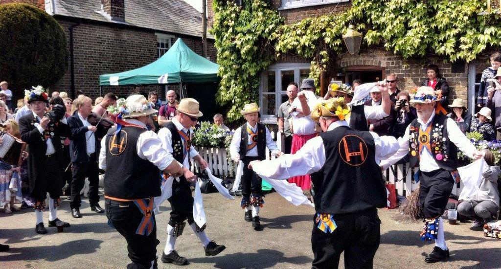 aldbury-morris-dancing-england-web