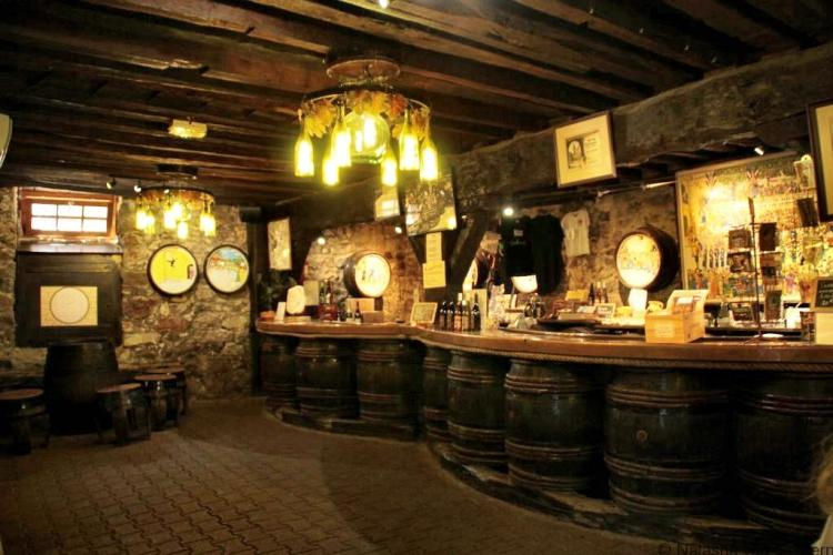cave-de-clochmerle-vaux-en-beaujolais-france