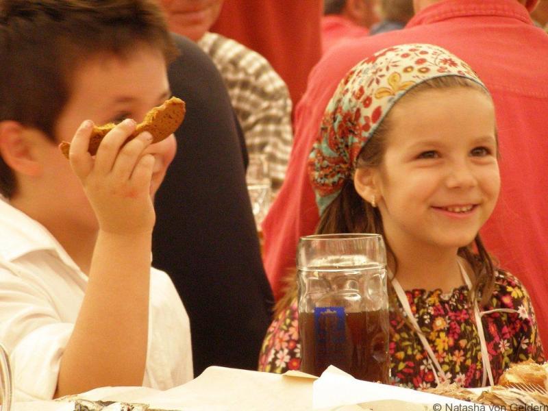 Families-at-Oktoberfest-Munich