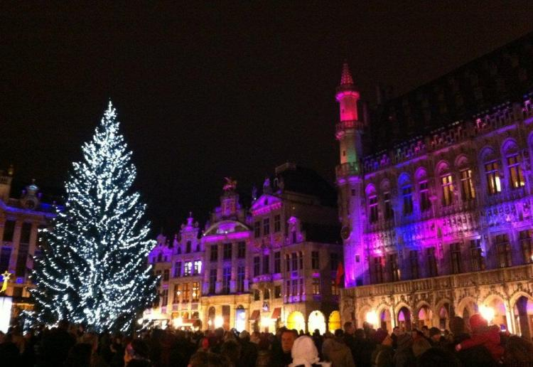 brussels-grand-place-sound-and-light-show-christmas-market