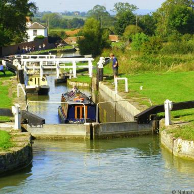 Kennet Avon canal boat holiday England