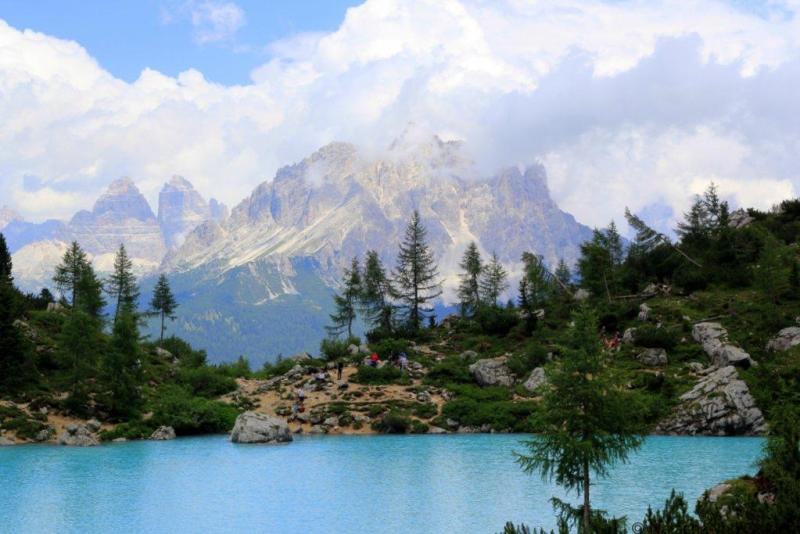 Lago di Sorapiss hike in the Dolomite mountains
