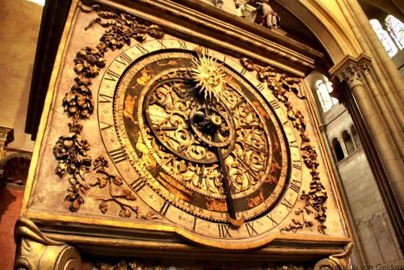 Clock in Lyon cathedral