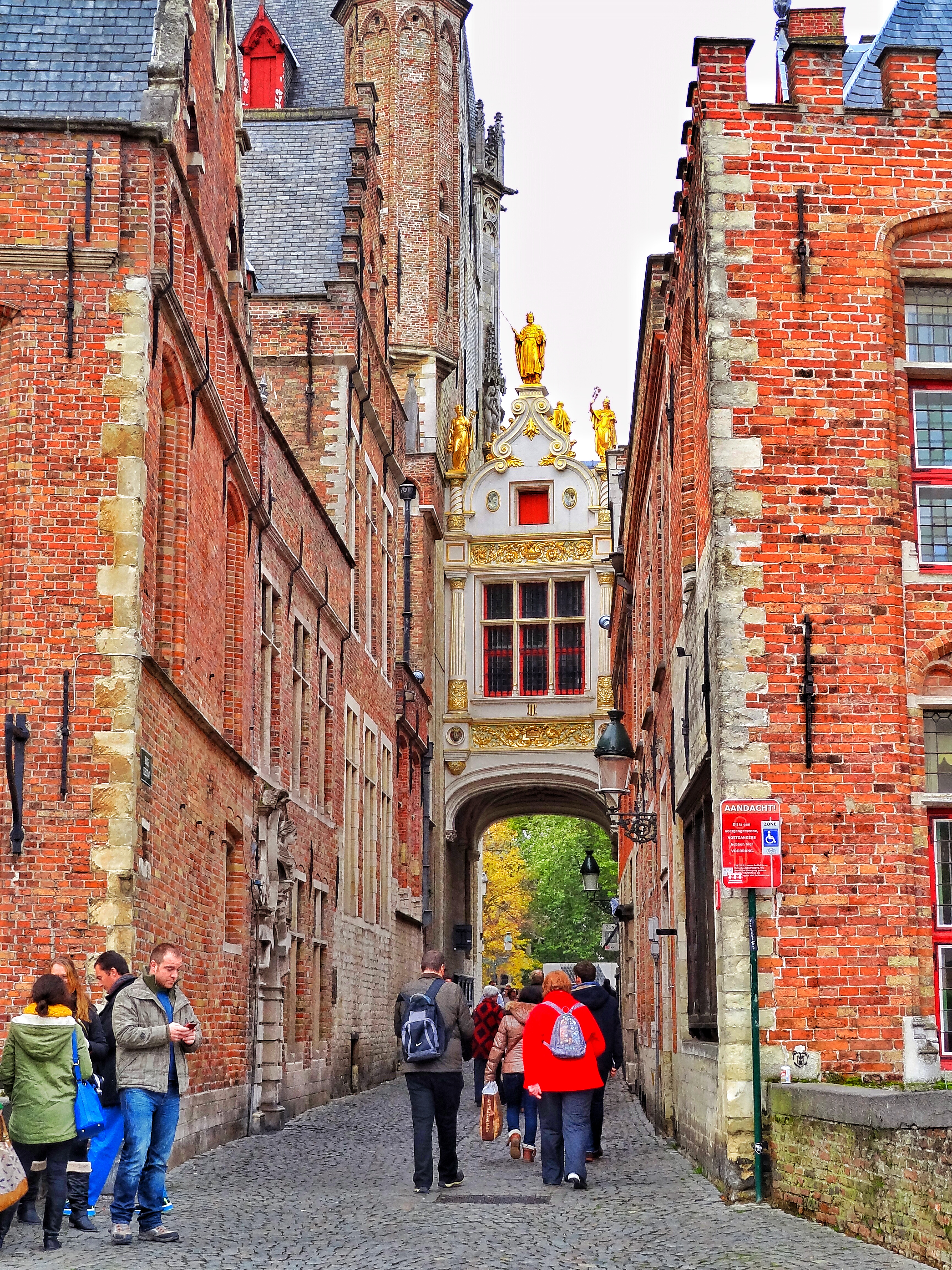 Christmas in Bruges, the perfect day trip! - WORLD WANDERISTA
