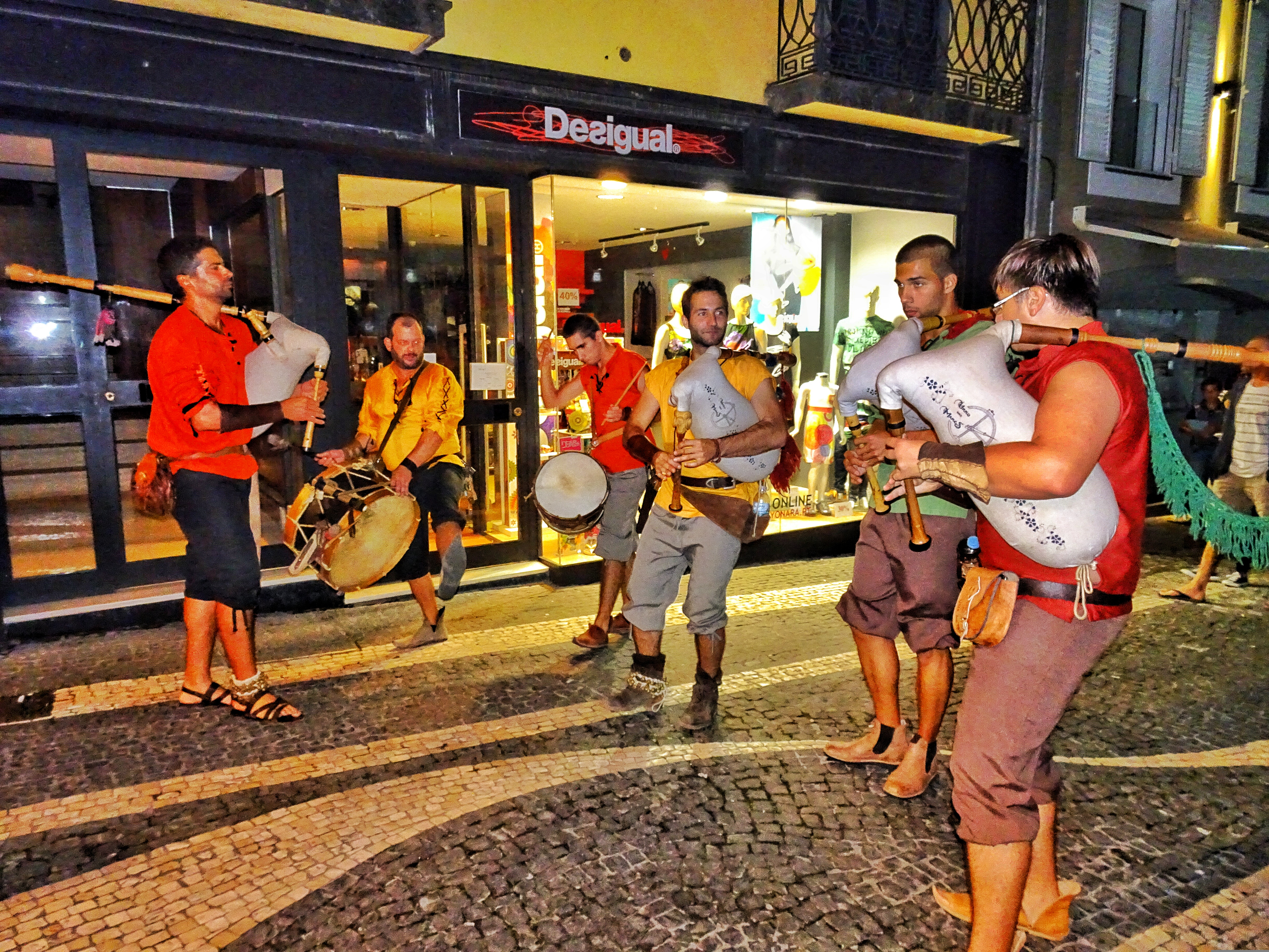ponta delgada girls Chat with girls in ponta delgada, portugal chat, flirt and meet women in your local area today and start making new friends in ponta delgada at badoo.