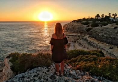 VIDEO: Huge waves, giant cliffs & gorgeous sunrises at Praia da Marinha