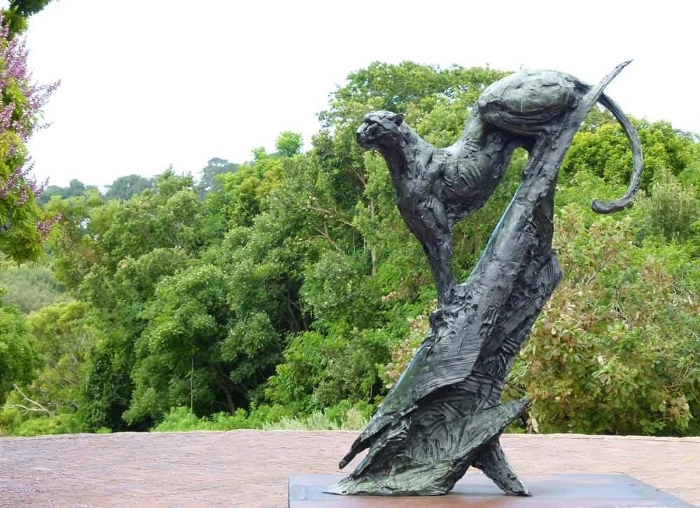 Sculpture of a cheetah