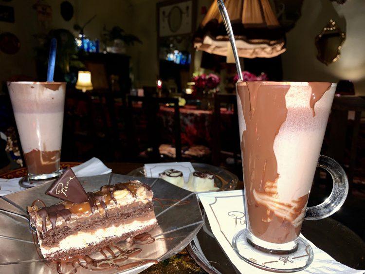Warme chocolademelk bij Chocolaterie Pierre in Tallinn