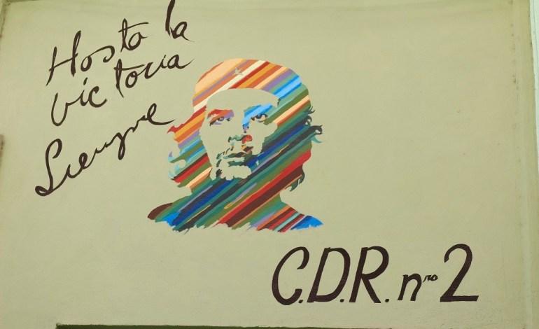 Partout sur l'île, on retrouve des affiches, peintures, fresques à la gloire de la révolution cubaine notamment à travers la figure du Che omniprésente. «Hasta la victoria sempre» se lit sur les murs. C'est héros national pour la plupart. Il est idolâtré! © Lucie Martin/Worldzine