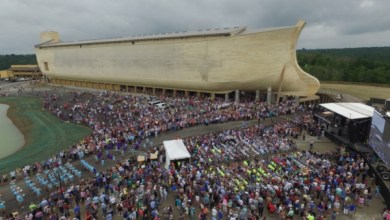 Photo of Ken Ham Shares Gospel With Bill Nye During Ark Encounter Tour