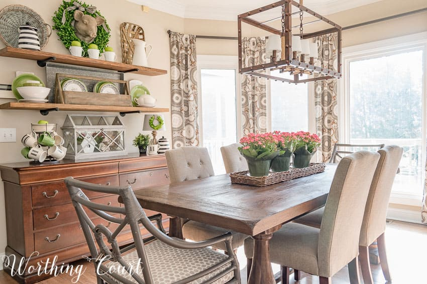 Farmhouse style breakfast area decorated for spring || Worthing Court