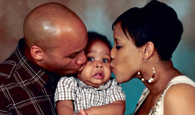 awkward-family-photo-baby-face-934x