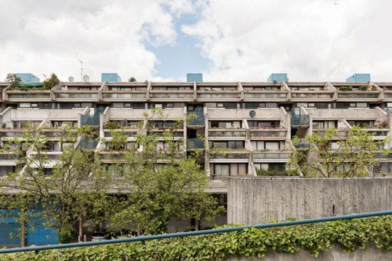 On the market: 1970s Neave Brown-designed brutalist duplex ...
