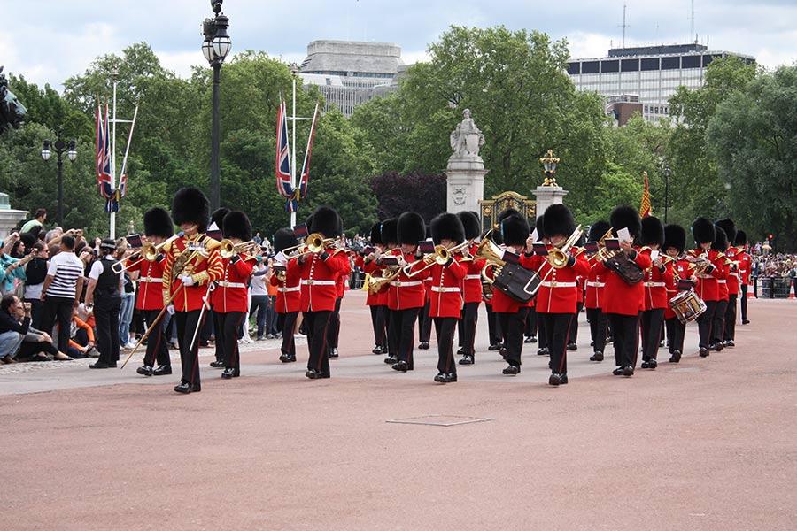 Cambio della guardia a Londra Buckingham Palace