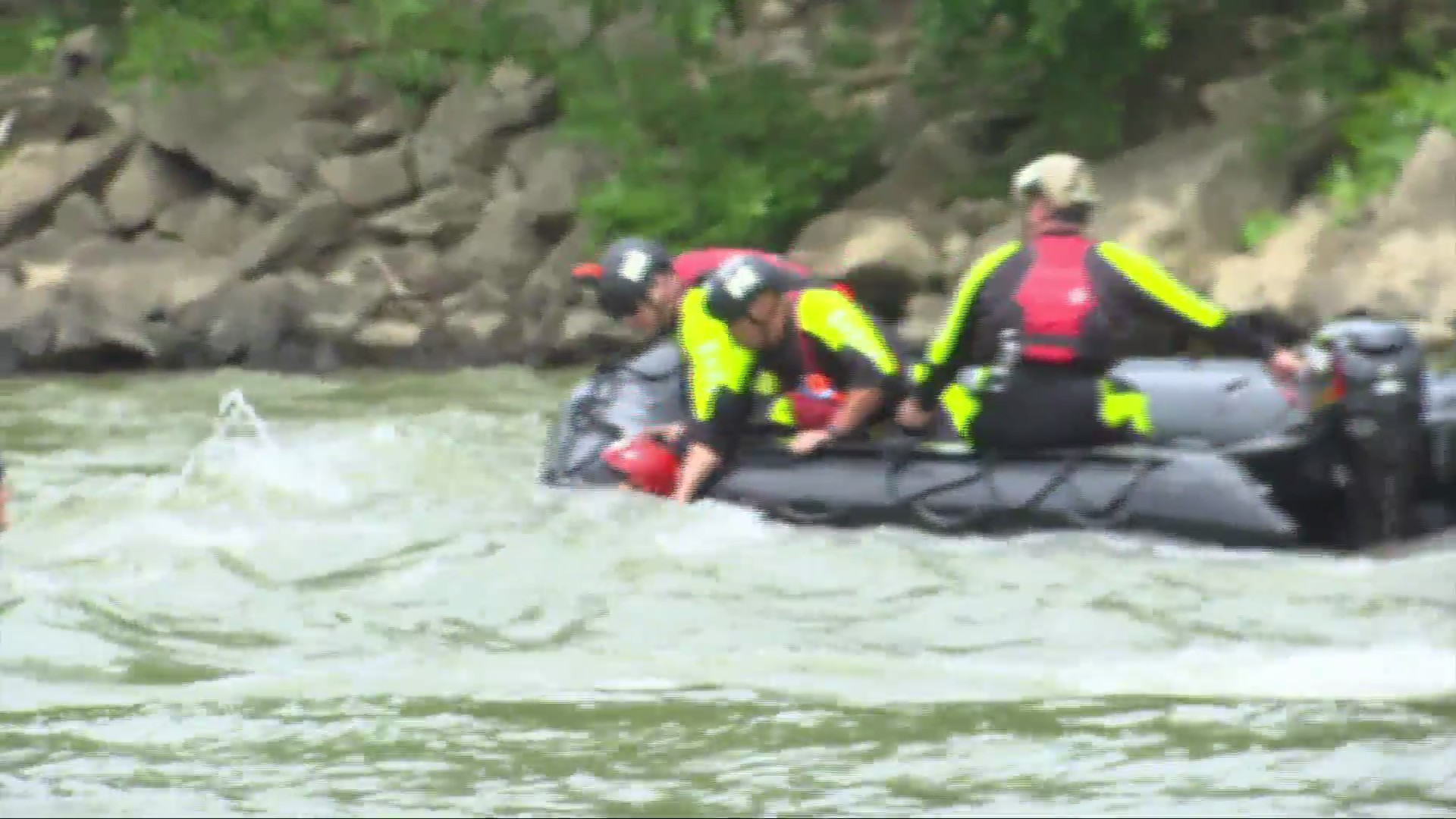 First responders train for swift water rescue on New River