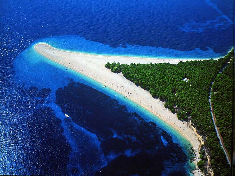 beach-spit-zlatni-rat-croatia-europe