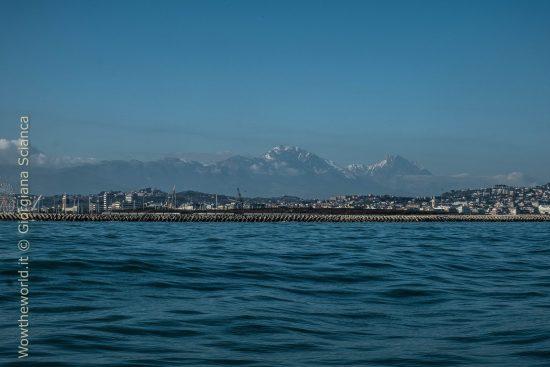 La Majella innevata vista dal mare di Pescara