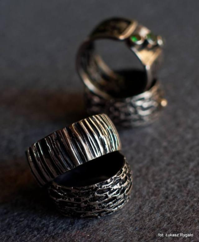 Srebrne szerokie obrączki z fakturą