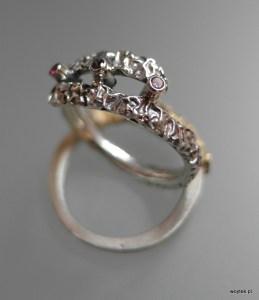 Srebrne pierścionki Ona To Ma z potrójną cyrkonią