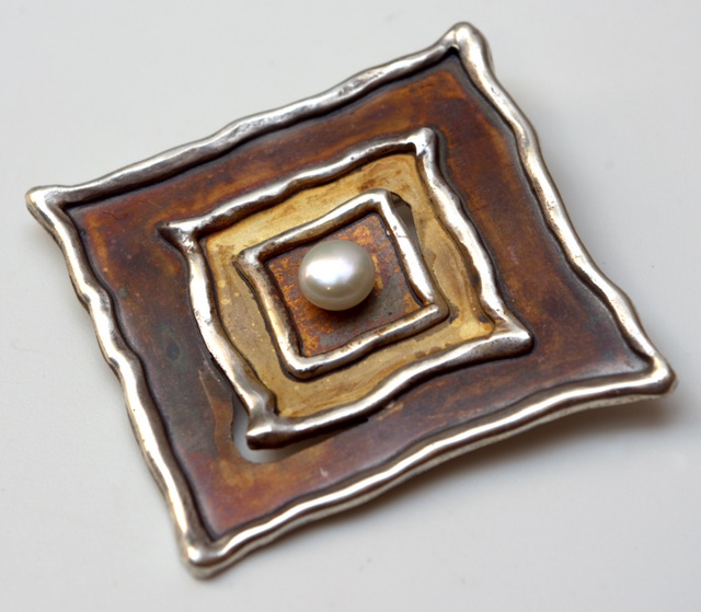 Srebrny broszko-wisior Kwadraty z perłą