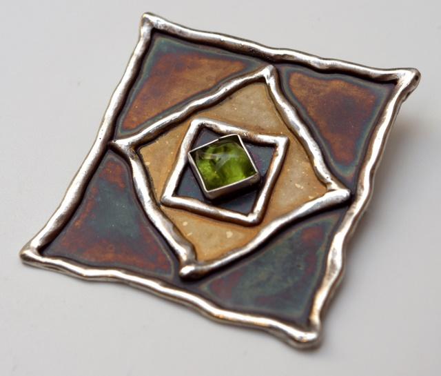 Srebrny broszko-wisior Wpisany z kamieniami naturalnymi