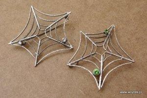 Srebrna broszka pajęczyna