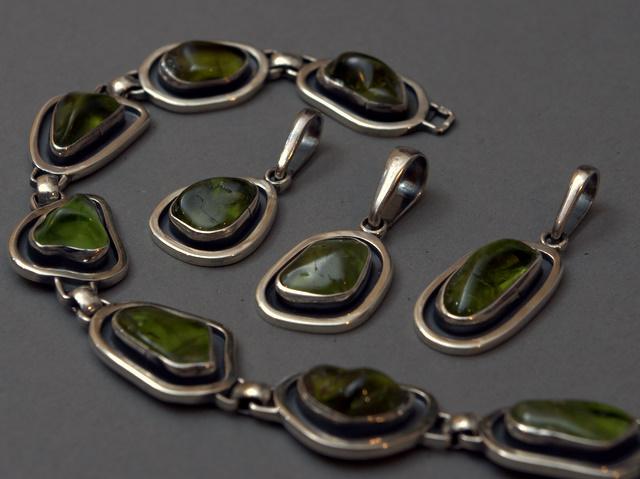 Srebrny komplet z oliwinami