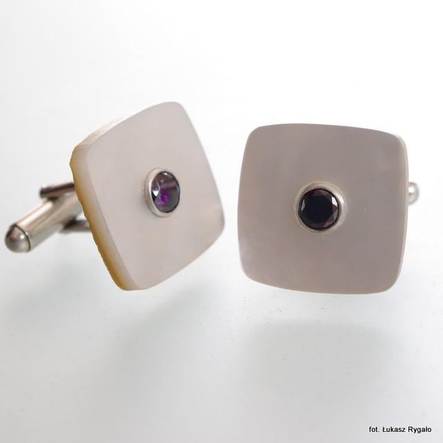Srebrne spinki mankietowe Kostki z masą perłową i cyrkoniami