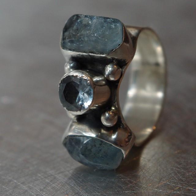 Pierścionek srebrny podwójny z akwamarynami i cyrkonią