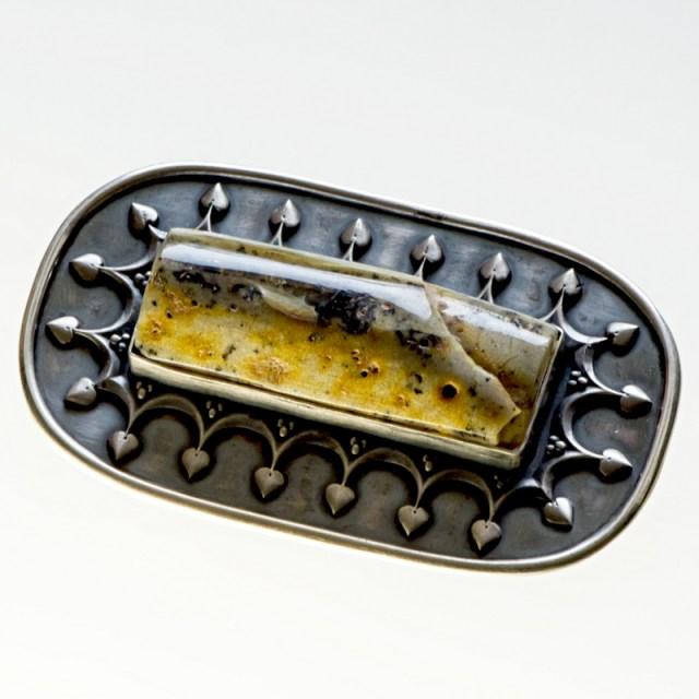 Srebrny broszko-wisior Royal z bursztynem