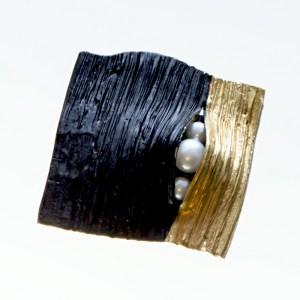 Pozłacany broszko-wisior Pęknięty z perłami