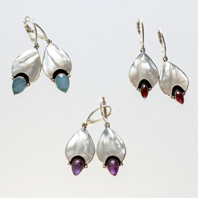 Srebrne kolczyki Dzwonki z masą perłową i kamieniami naturalnymi