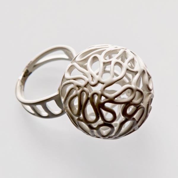 Srebrny lub emaliowany pierścionek Bazgroły.