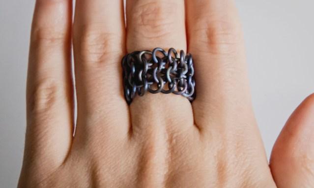 Tytanowy pierścionek Kolczuga