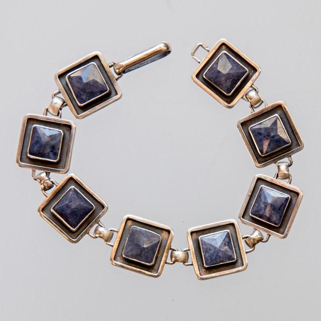 Srebrna bransoleta z szafirami