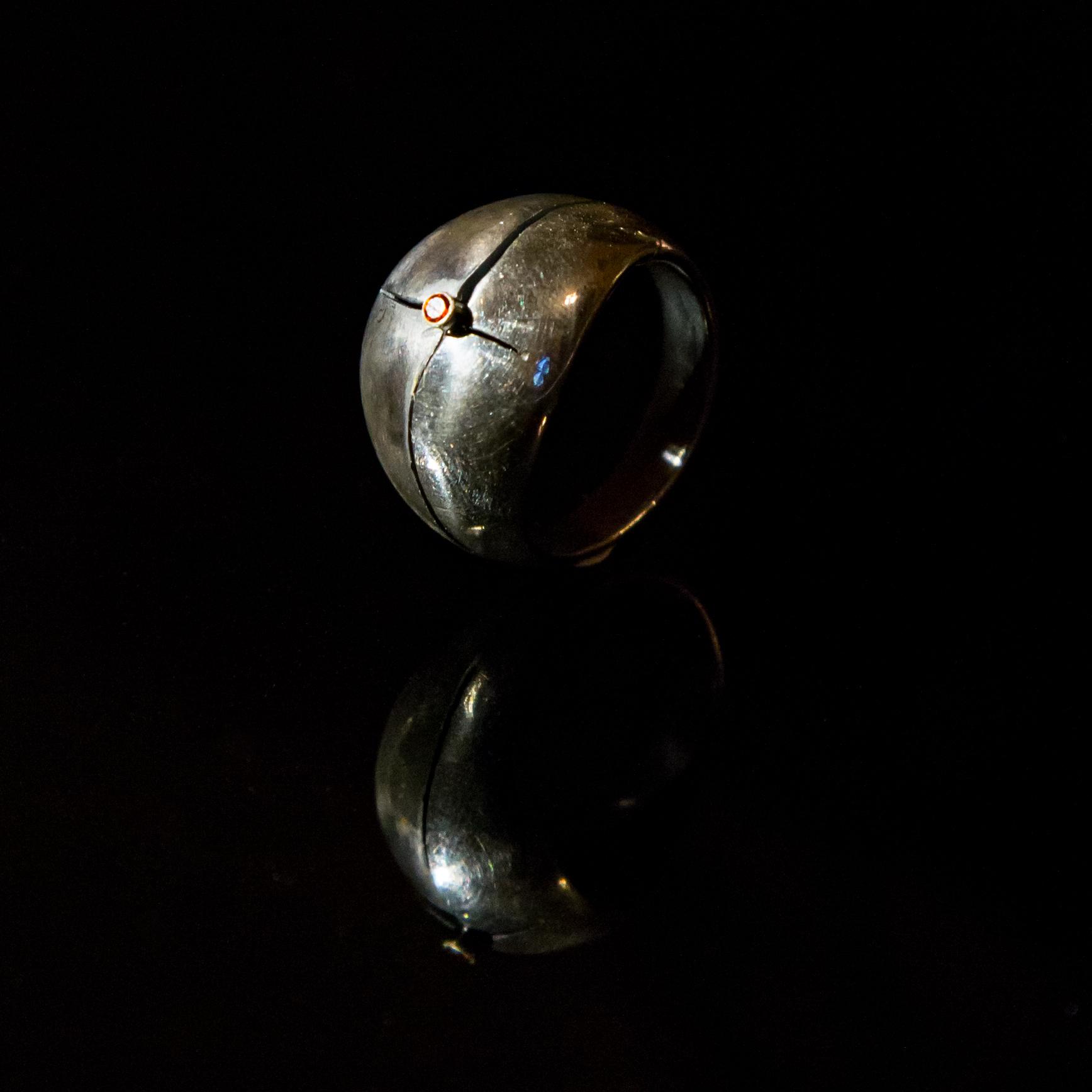 Srebrny pierścionek Przecięty z cyrkonią