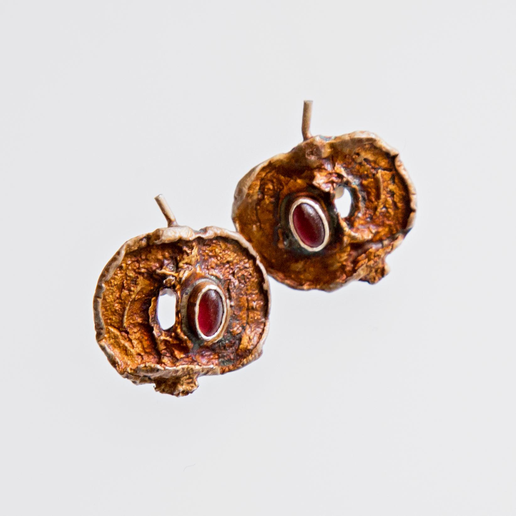 Srebrne kolczyki Jabłka z granatem na sztyfcie