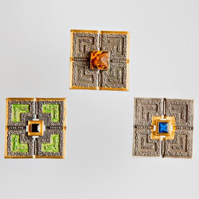 Srebrna broszka Wersal z pozłoceniem i cyrkonią lub bursztynem