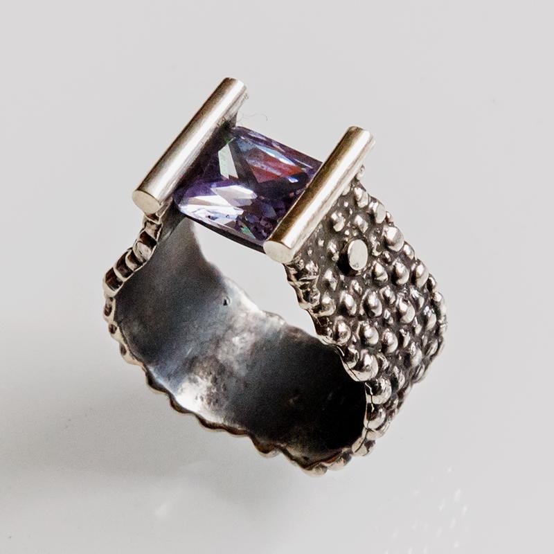 Srebrny pierścionek Zawieszony z cyrkonią