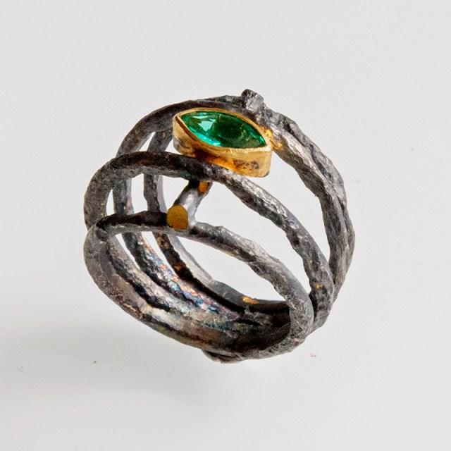 Srebrny pierścionek Rdza z markizą