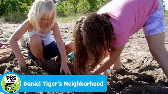 DANIEL TIGER'S NEIGHBORHOOD | Grace and Zoe Make a Sandcastle | PBS KIDS
