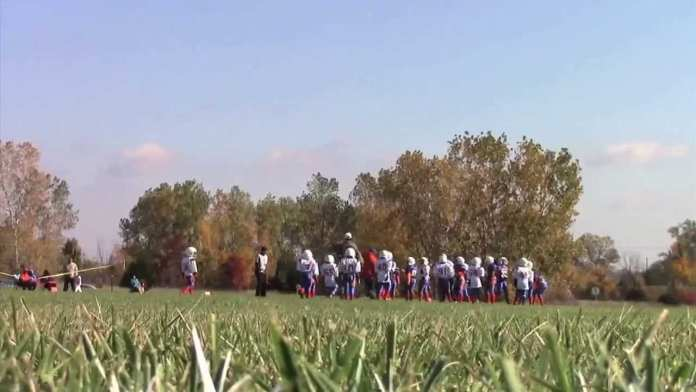 Ex-NFL pro teaches young players how to avoid concussions