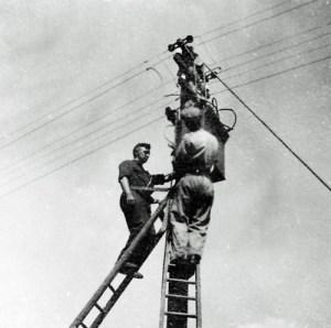 SWEHS 3.2.188.jpg - Date c1930 - Overhead line work on low voltage balancer. Bristol, Unknown location .