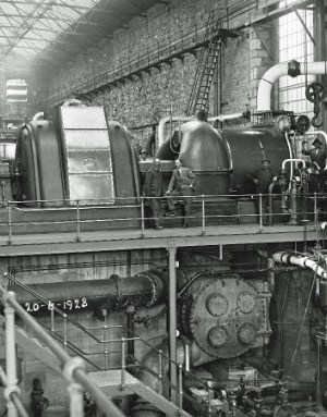 SWEHS 7.1.132.jpg - Date 1928 - Interior of Hayle power station 20th June 1928 with BTH 7.5MW turbo alternator, 25cycle. Two Babcock & Wilcox boilers 50,000 lbs/hour, BTH 10kV switchboard. This plant was the first to operate at 250 lbs/ sq. in. Cornwall, Hayle It was originally coupled to the old 180 lb/sq.in. plant through pressure reducing equipment. Reverse of photo shows names of some of those looking toward camera.
