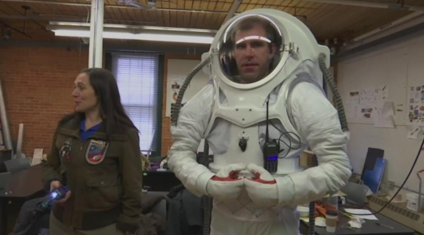 risd-mars-space-suit_391841
