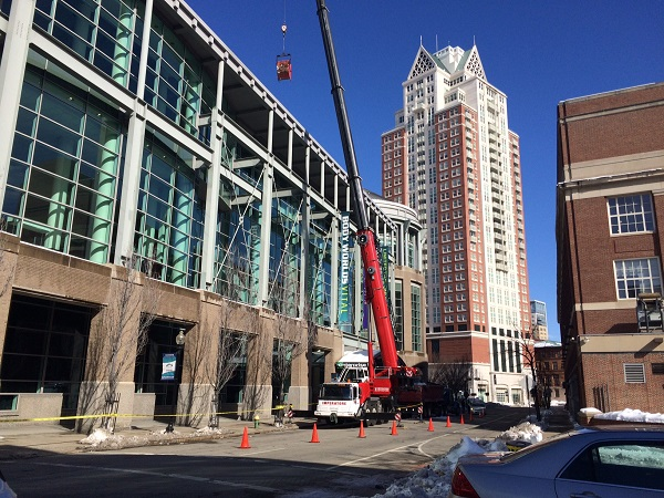 rhode-island-convention-center-roof-snow-clearing-crane-repairs_425613
