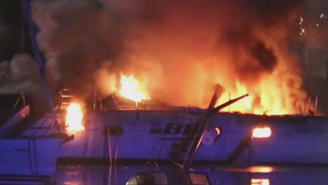 boat-fire-falmouth_512438