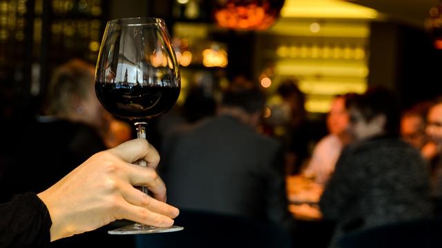 restaurant-person-single-drinking_1518642520422_342297_ver1-0_34201655_ver1-0_640_360_644118