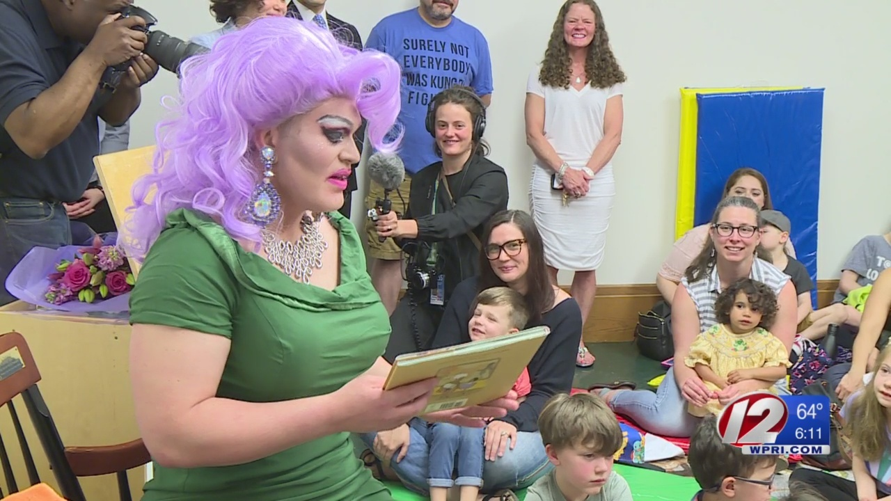 'Drag Queen Storytime' met by protest and support